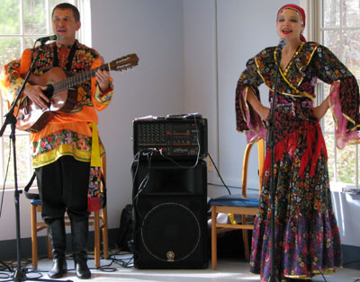 V.Kvasova and M.Smirnov performing Russian Gypsy Roma (Tsygansky) folk song