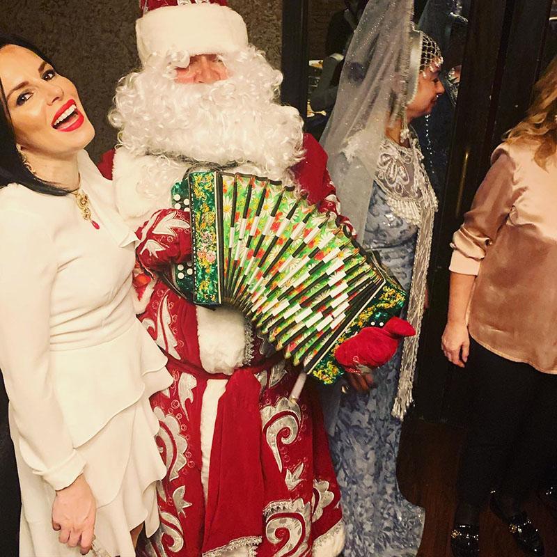 Ded Moroz, Snegurochka, restaurant Orange Grill, Brooklyn, New York, 2020 New Year's Celebration, Дед Мороз, Снегурочка, Празднование Нового Года, Бруклин, Нью-Йорк, ресторан Орандж Гриль