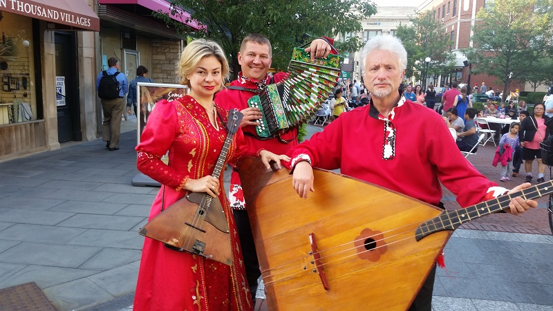 07-09-2015, Leonid Bruk, Elina Karokhina, Mikhail Smirnov, Barynya Russian Balalaika Trio, Downtown Oak Park, Oak Park, Chicago, Illinois, Thursday, July 09, 2015