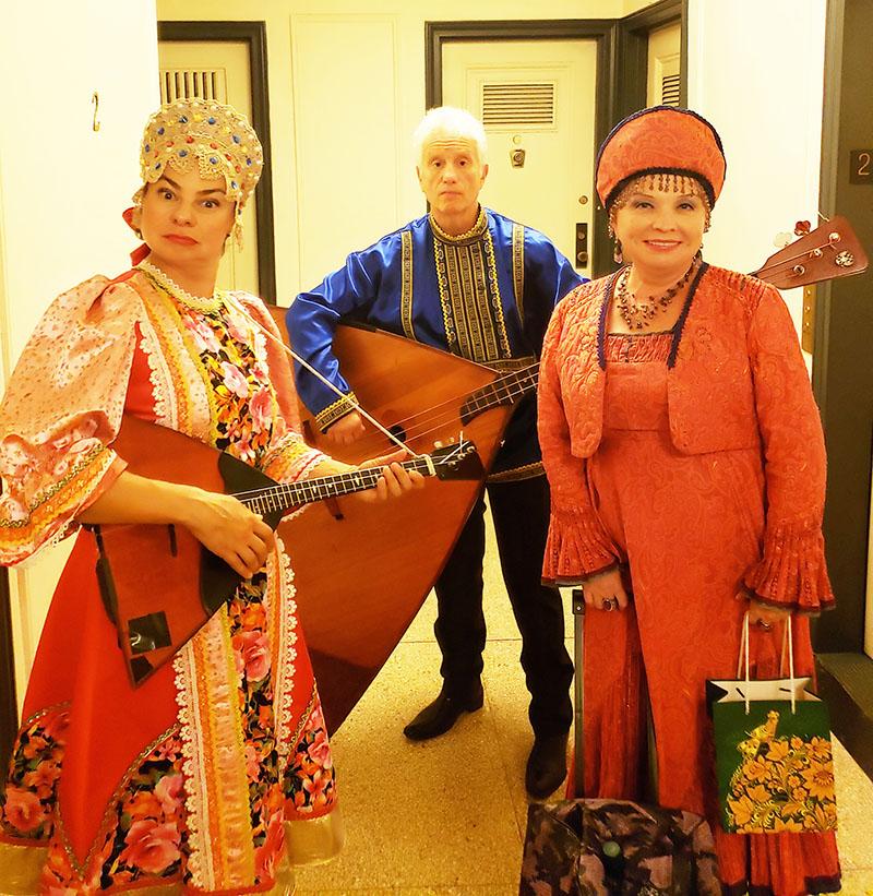 08-16-2019, Russian Balalaika Trio, Leonid Bruk, Elina Karokhina, Irina Zagornova, Midtown West, Manhattan, NY, Friday, August 16th, 2019