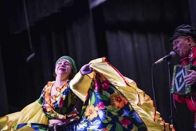 Pennsylvania Russian Dancers, Latrobe Elementary School, Latrobe, PA, Elina Karokhina, Mikhail Smirnov, Photo Credit: Dan Speicher, Tribune-Review